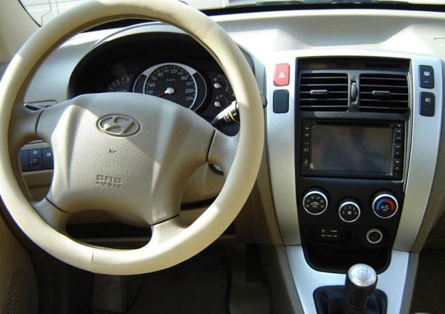 a car Hyundai Tucson 2014