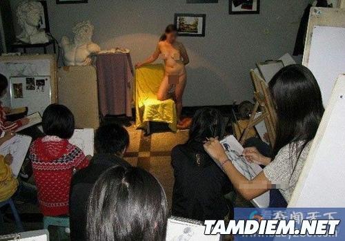 Vất vả tủi thân với nghề làm người mẫu nude 4