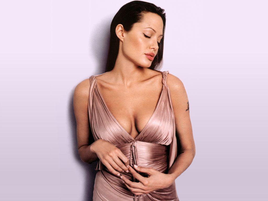 http://3.bp.blogspot.com/-dmuKrbrfK7o/TdnswqOx2_I/AAAAAAAABAM/TAM7cfigRHg/s1600/Angelina-Jolie-155.JPG