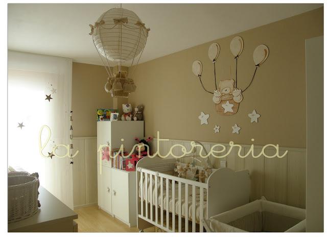Des murs enchantés Decoration chambre bebe avec sticker en bois, un petit ou