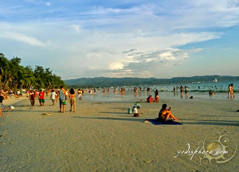 hover_share A bit crowded beach scene at Boracay beachfront station 2