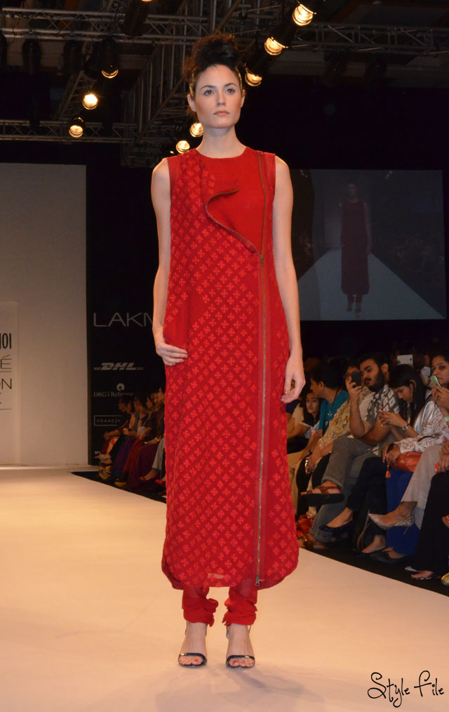 lakme fashion week nupur kanoi red zippers dress churidhar