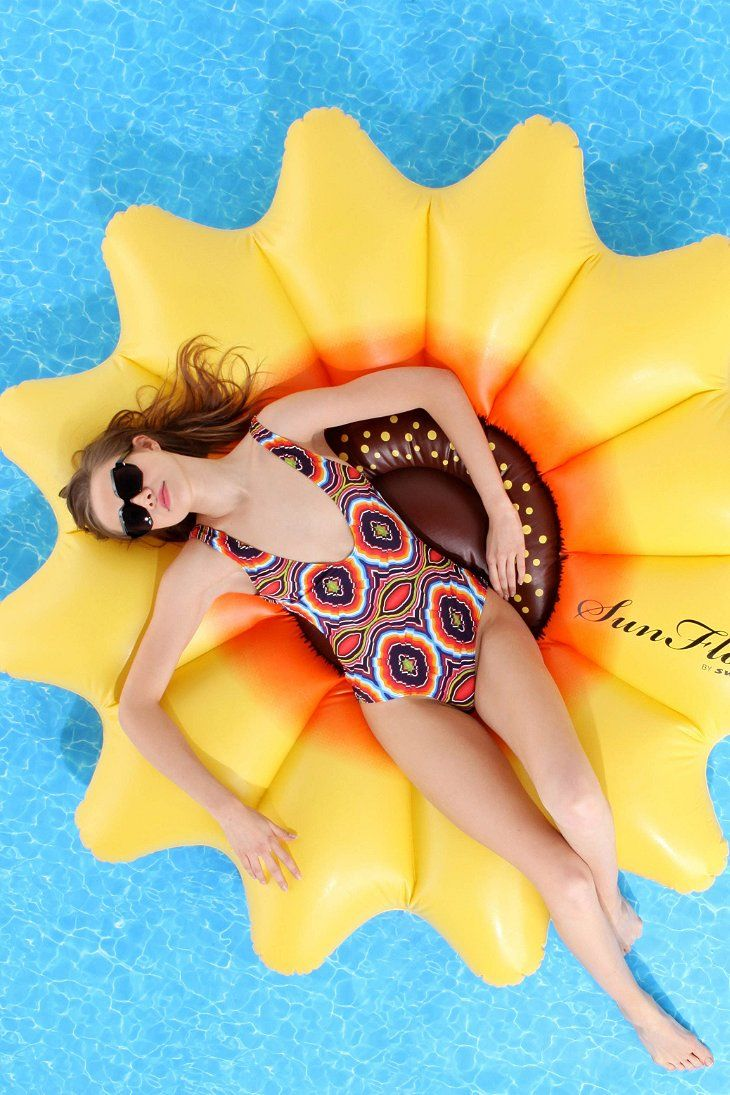Flotadores_de_moda_para_la_piscina_y_la_playa_The_Pink_Graff_03
