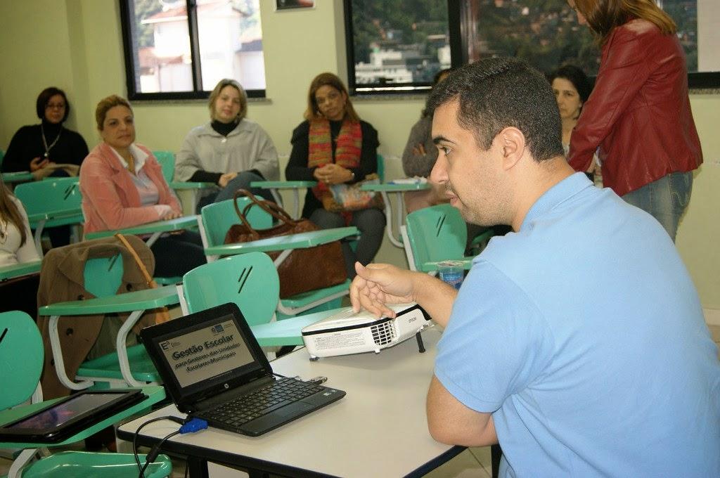 O secretário municipal de Educação, professor José Leonardo Vasconcellos, dá boas vindas às equipes diretivas municipais
