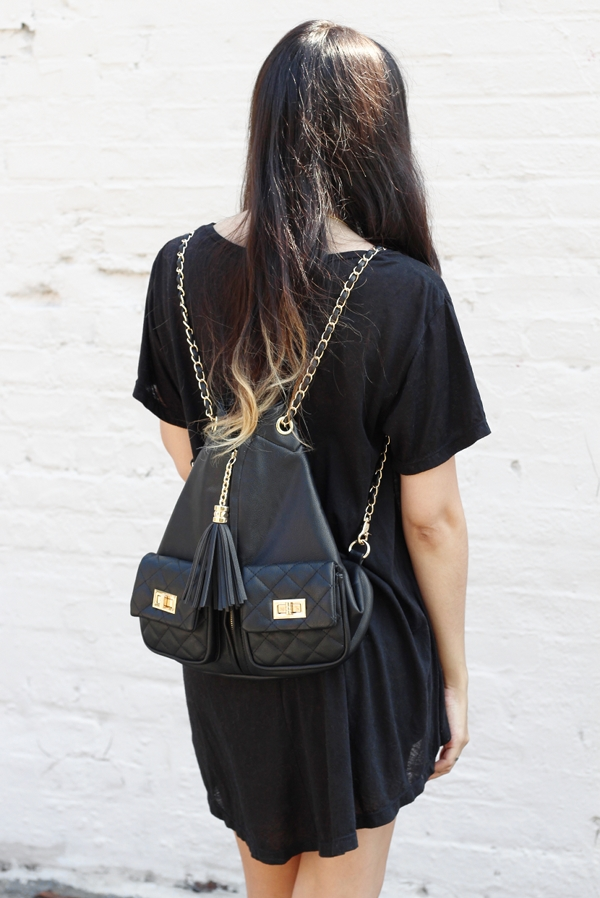 Dress Like Jess Jessica Lemos jesslemos black gold chain quilted backpack