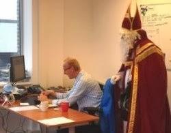 Sint bekijkt hoe de orders worden ingevoerd