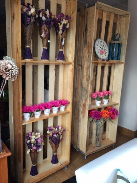 La mimbrera shop decorar con palets for Estanterias de palets