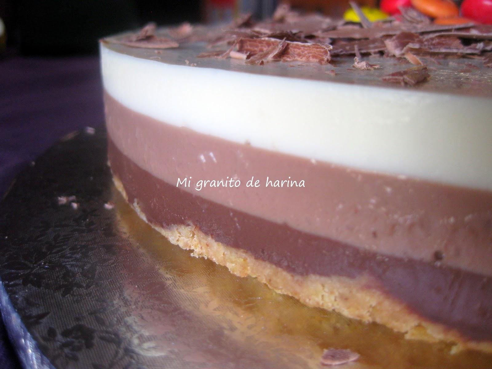 Añadiendo chocolates con textura crujiente puedes conseguir tartas diferentes con la misma base.
