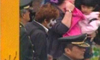 fotos del hombre disfrazado del joker guason en parada militar del peru
