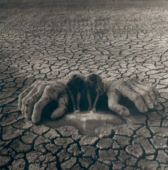 tierra seca manos