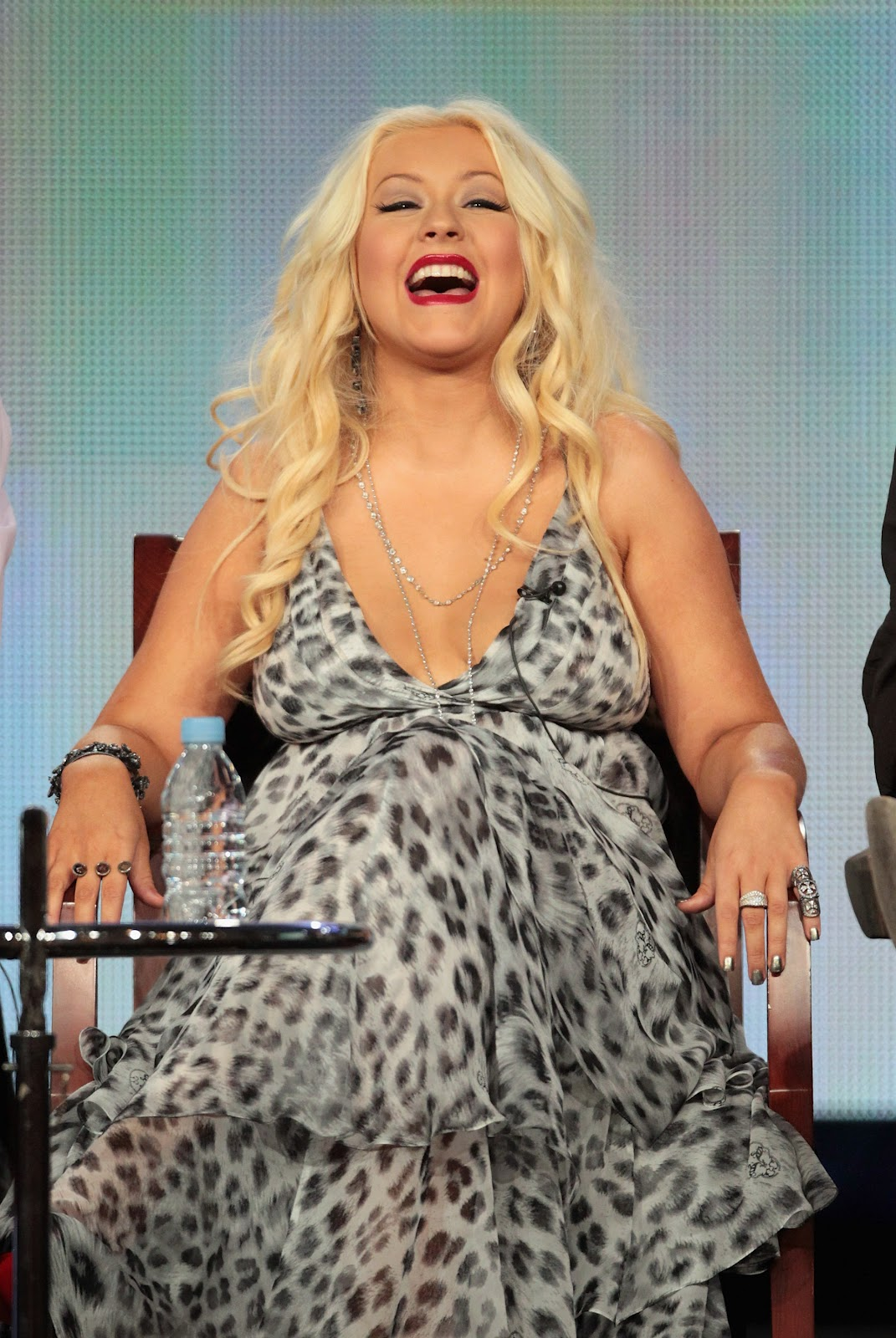 http://3.bp.blogspot.com/-do2-EE1WPCY/T20dP-dmyVI/AAAAAAAAMEM/IS3CUtcmHWg/s1600/christina-aguilera-winter-tca-tour-0109-2.jpg