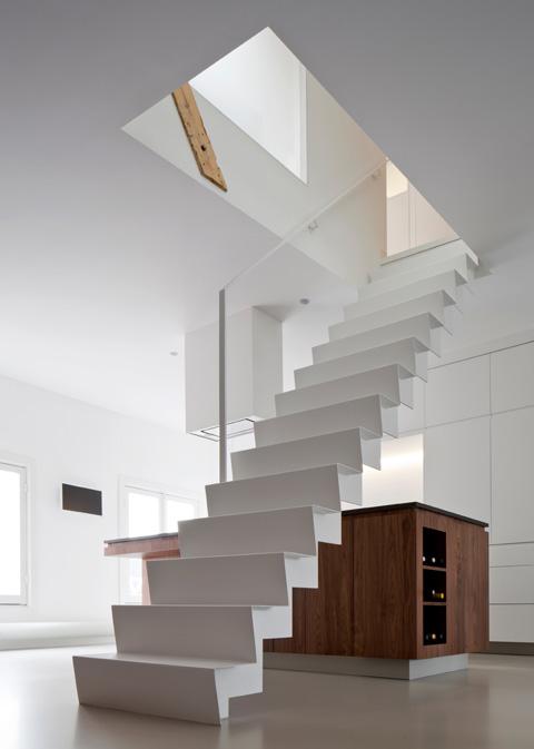 Ejemplo de loft elegante y minimalista reformado en for Decoracion casas 70m2