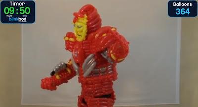 Traje de Iron Man hecho con globos