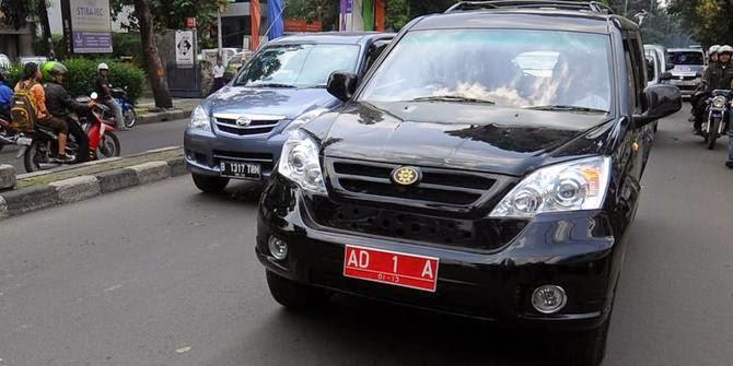 http://karangtarunabhaktibulang.blogspot.com/2015/02/daftar-kode-plat-nomor-kendaraan-seluruh-indonesia.html