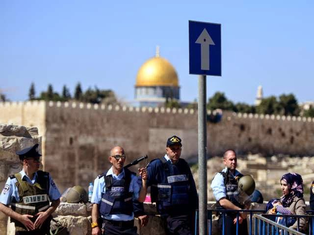 Israeli Police Arrest Palestinian Worshipers near East Jerusalem's flashpoint of Al-Aqsa Mosque