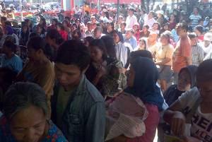 """Pemerintah Kabupaten (Pemkab) Tana Toraja mengakui data penerima Bantuan Langsung Sementara Masyarakat (BLSM) tidak akurat. Pasalnya, data yang digunakan untuk penyaluran BLSM tidak mengakomodir semua warga miskin yang ada di wilayah Tana Toraja. """"Banyak warga kurang mampu di Tana Toraja yang tidak masuk daftar penerima BLSM karena  data"""