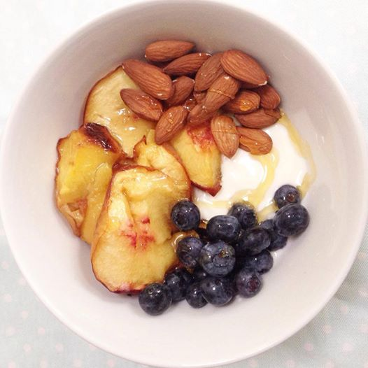 Yoghurt with fruit and nuts