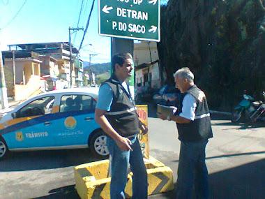 João Luiz e Doreste, fiscalizando o trabalho da Sinalização de Trânsito