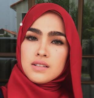 Foto-Foto Elfira Loy dari Tanpa Jilbab sampai Berhijab