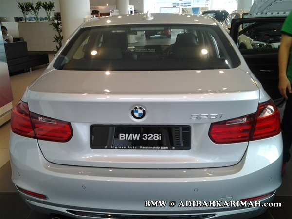 Premium beautiful top agent at BMW to test drive new F30 328i 3 series