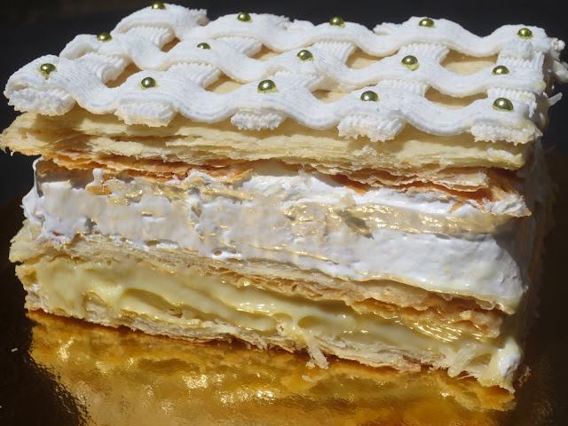 Pastel Napoleón de hojaldre, merengue, crema y glasa Ana Sevilla