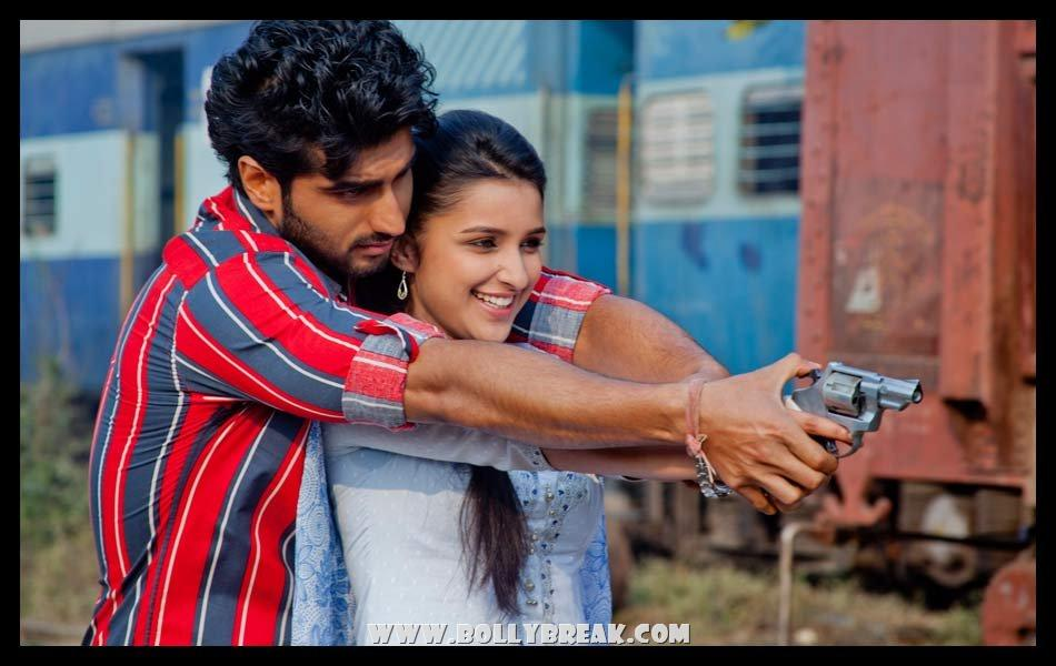 Parineeti chopra with Gun Ishaqzaade - (6) - Parineeti Chopra Ishaqzaade Wallpapers