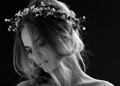 hajban virág