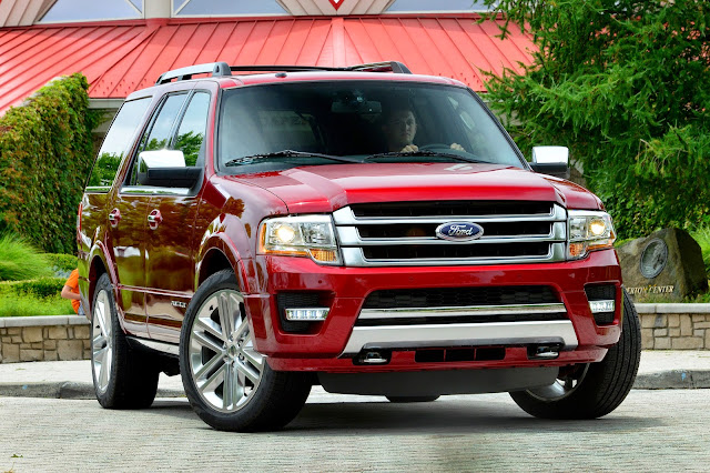 Front 3/4 view of 2015 Ford Expedition Platinum