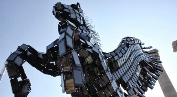 Patung Pegasus dari Smartphone