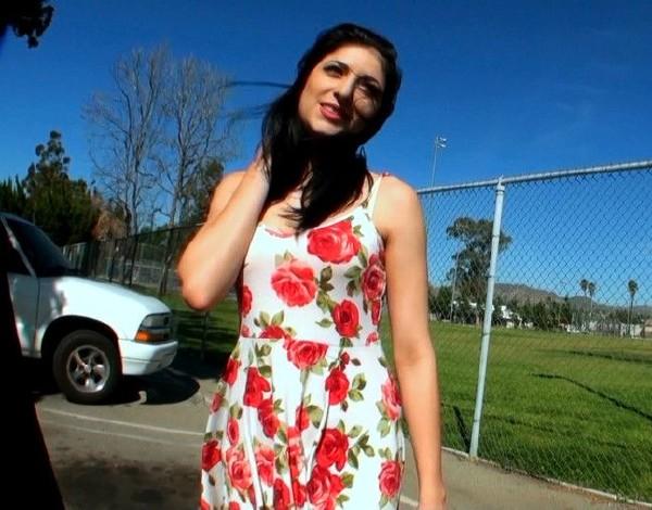 Nikki Bloh - Bloh me (Street BlowJobs)