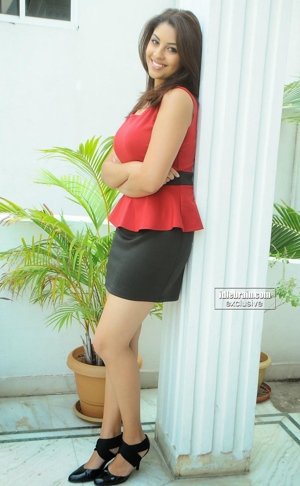 Richa Gangopadhyay balck mini skirt