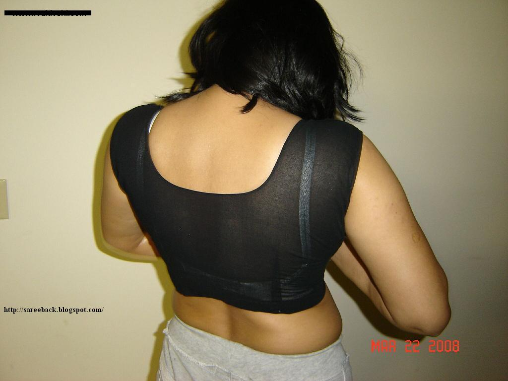 Hot Saree Backs: Hot aunty showing her body