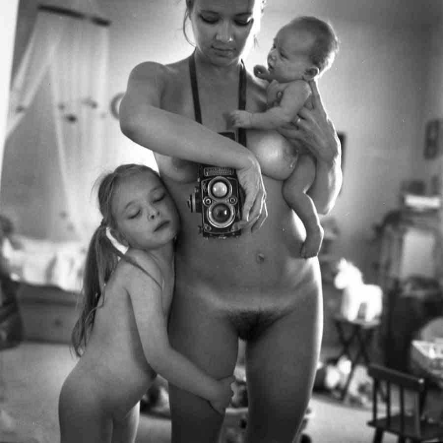 Обнаженная С Сыном Фото