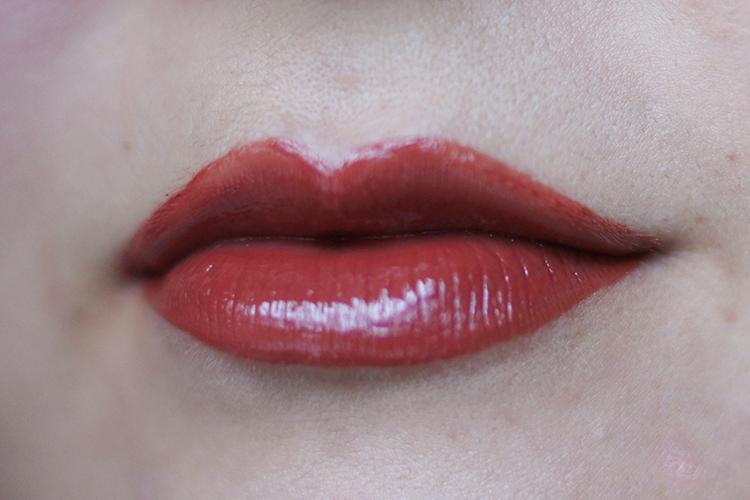 stila-vinyl-lipgloss-liquid-lipstick-swatch