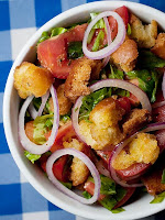 Salada de Tomate, Rúcula e Croutons (vegana)