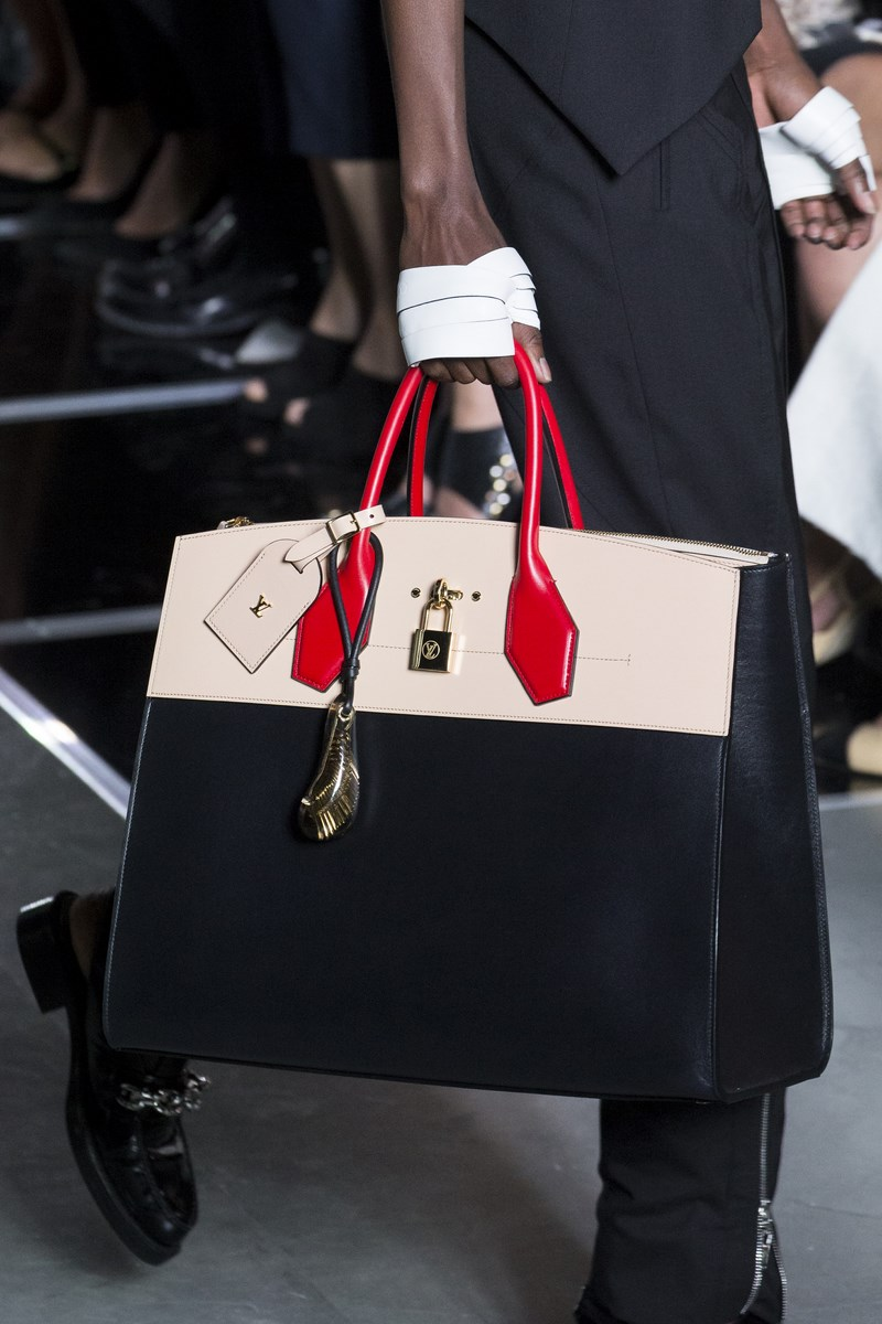 sac-Louis-Vuitton, bag-Louis-Vuitton, sac-LV, LV-bags, bag-louis-vuitton, bracelets-louis-vuitton, du-dessin-aux-podiums, dudessinauxpodiums