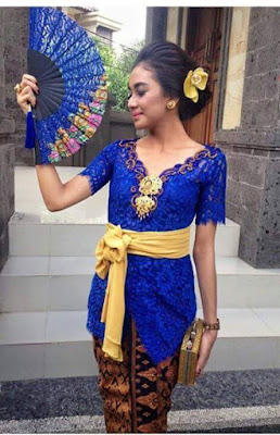 model kebaya broklat warna biru rok batik