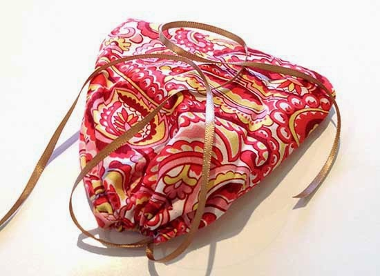 http://www.frianki.com/kids-sewing-project-drawstring-bag/