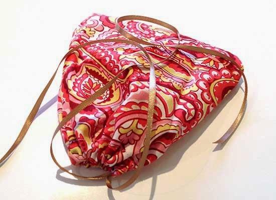 http://www.frianki.com/kids-sewing-project-drawstring-bag/