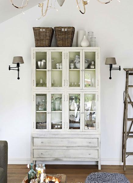 vitrina blanca envejecida de venta en Olaimar