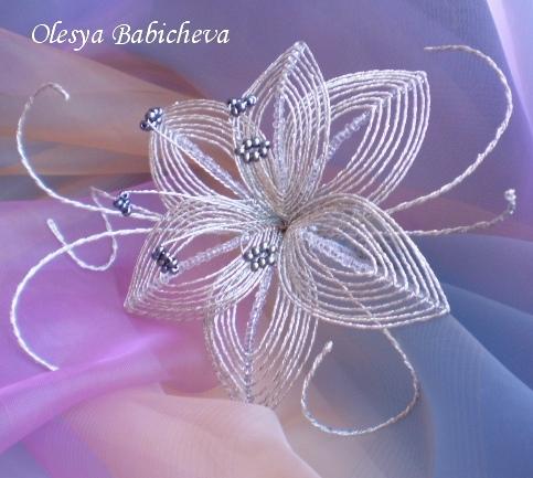 Мастер класс: лилии из бисера - схема Подробности. .  Простая и красивая лилия...