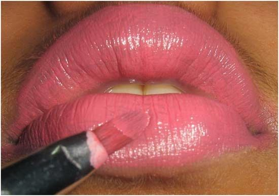 http://beauty2beautytips.blogspot.com/2014/03/top-10-lipstick-tips.html
