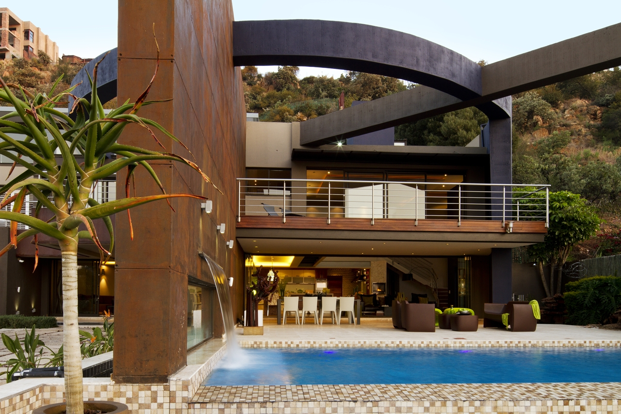 South african modern villa in johannesburg barend roberts and victoria pilcher