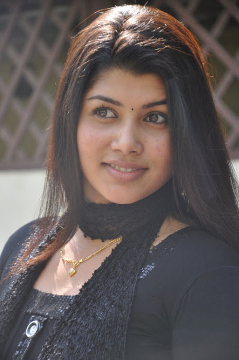 madhu sri in black dress actress pics