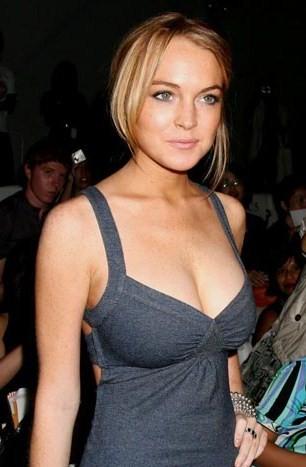 Lindsay lohan breast flash