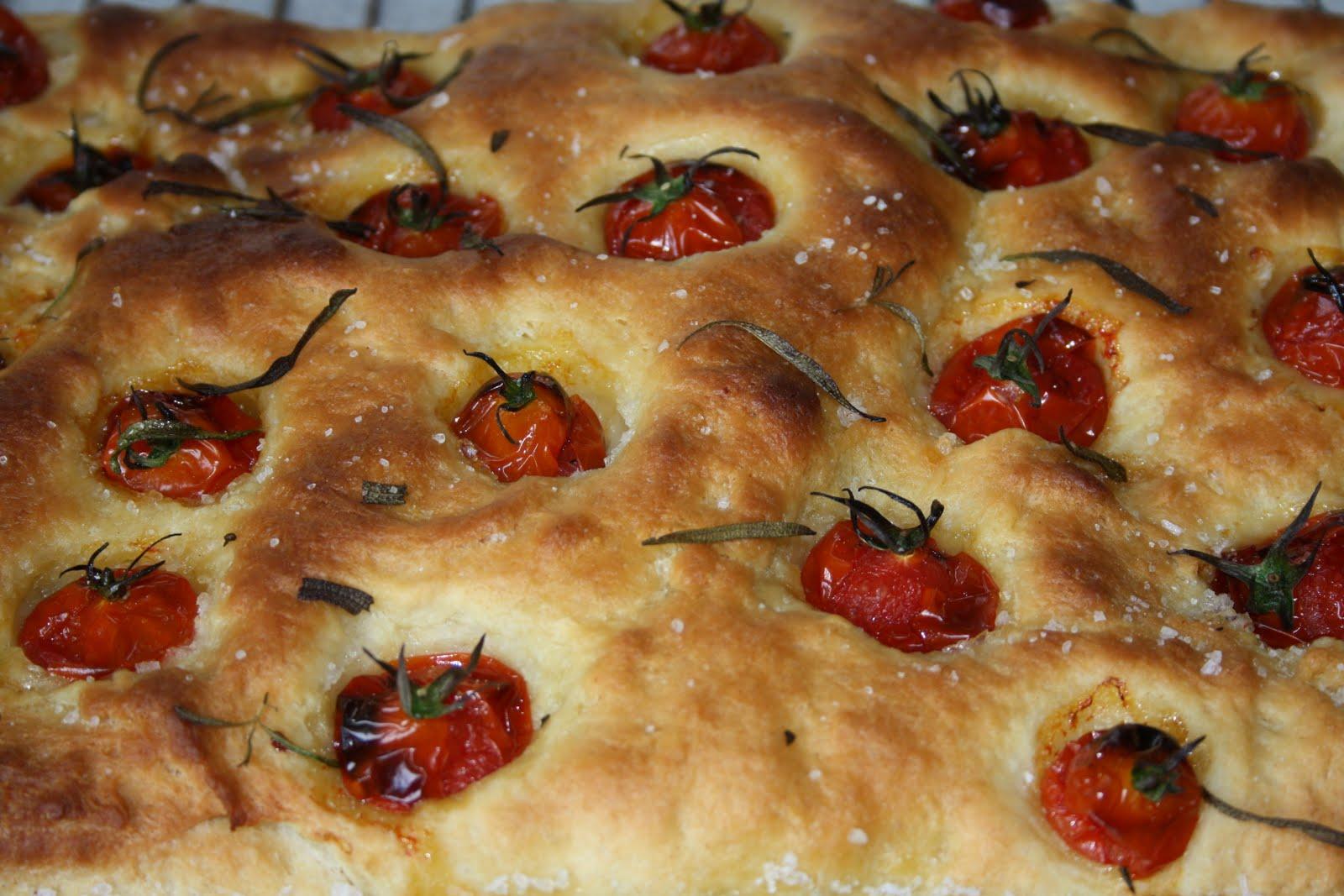 brød med tomat og hvidløg