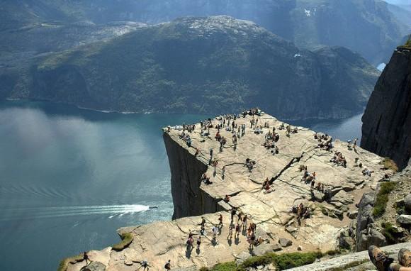 من أجمل المناطق بالعالم  ..صخرة المنبر ..