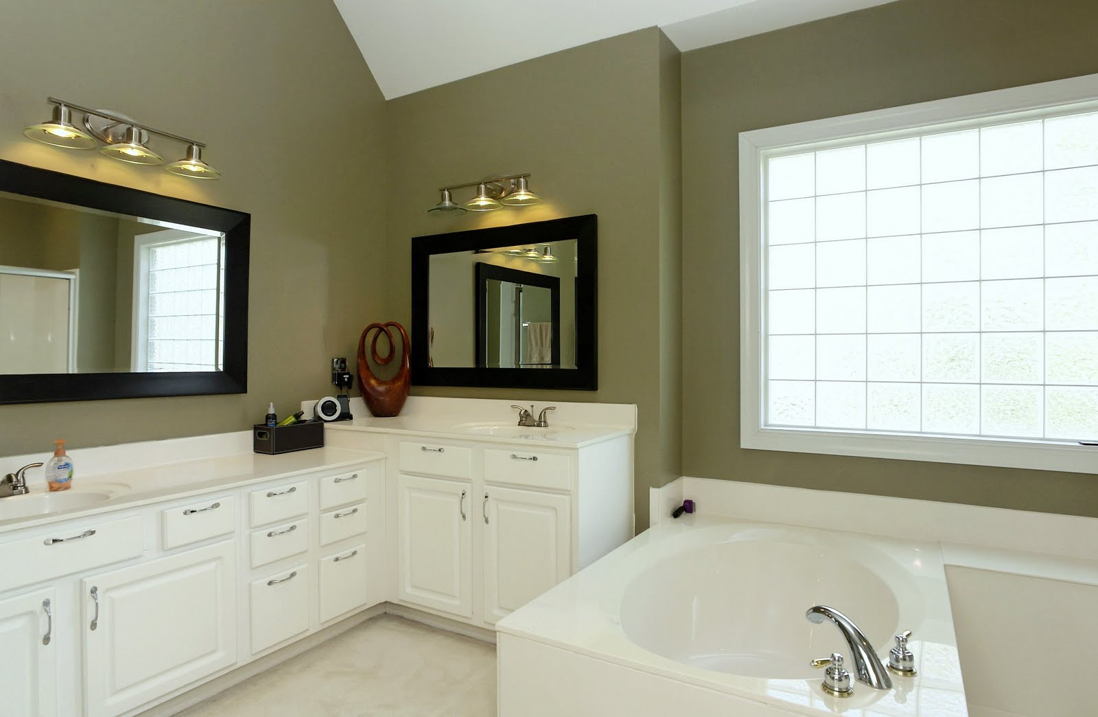Bathrooms With Cathedral Ceilings