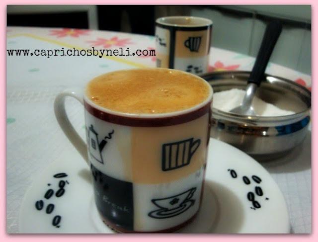 Bolinho de chuva, dia chuvoso, café, esmalte
