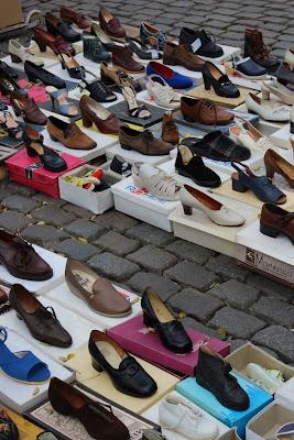 Vossenplein, flea market, flea market Brussels, Place du Jeu de Balle, Marollen, Marolles, thrifting Brussels, vintage Brussels, vlooienmarkt, tweedehands Brussel, vintage shoes, cheap shoes, tweedehands schoenen, thrifting shoes